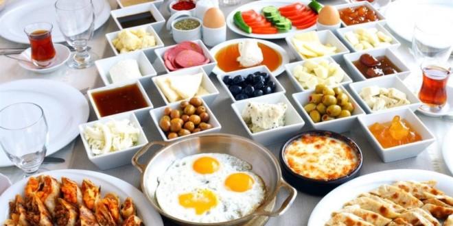 Brunch ve Haftasonu Kahvaltıları için En İyi 10 Mekan