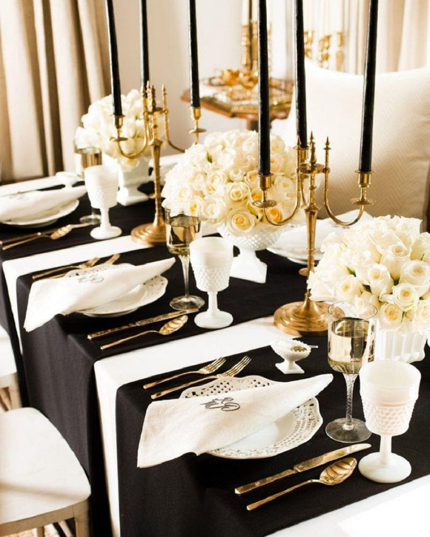 The-Black-White-and-Golden-New-Years-Eve-Gatsby-Themed-Party-Table-Decoration