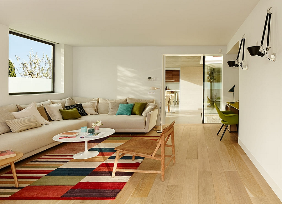 Elegant-and-space-saving-decor-idea