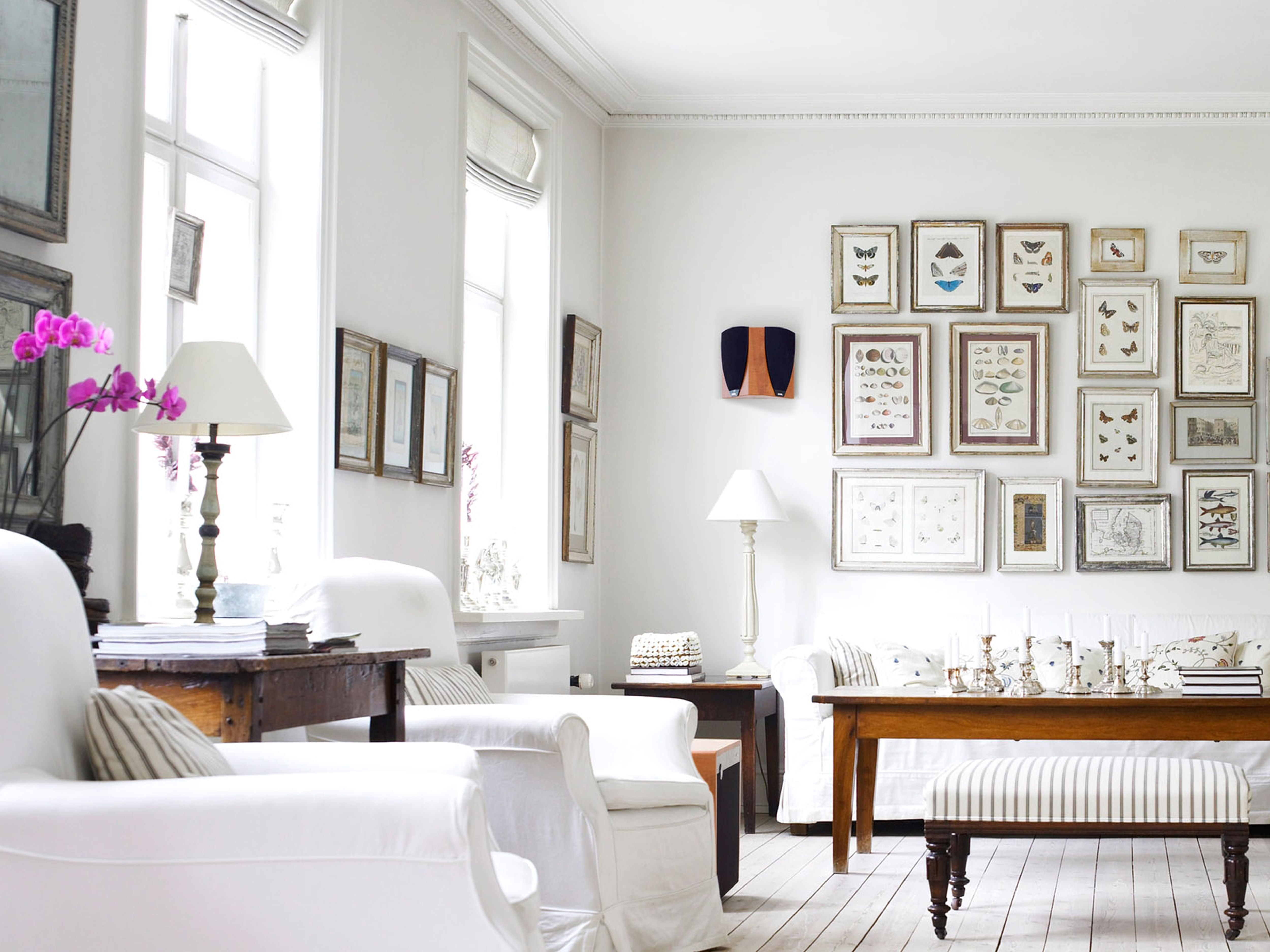 White-Wall-Photograpy-Home-Decor-Design-Idea