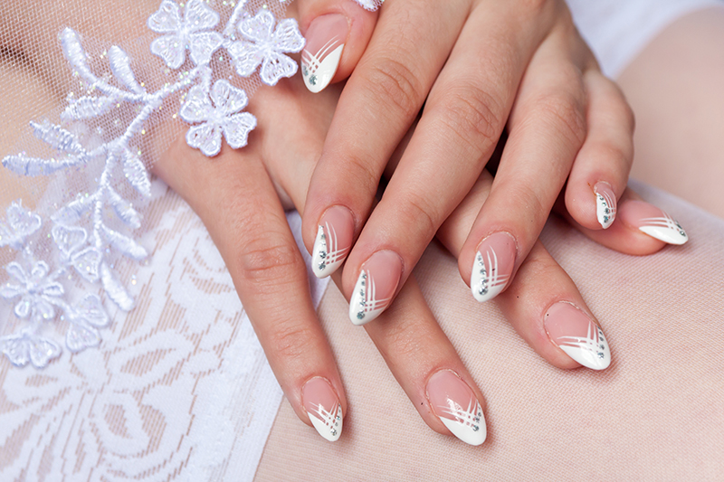Best-French-Manicure-Ideas-For-Your-Wedding7